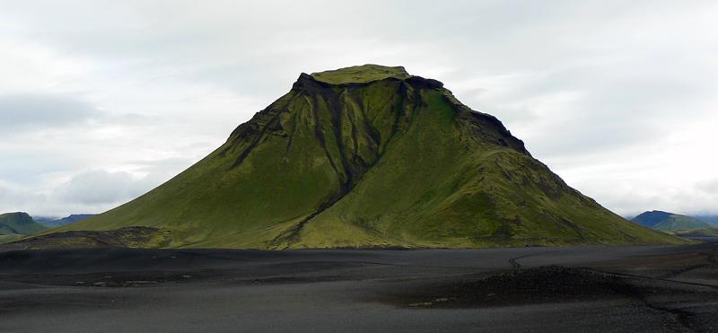 island-6-pomedzi-sopky-k-jazeru-aftavatn